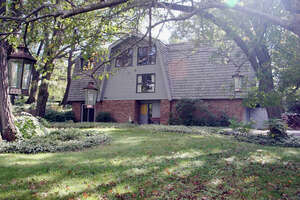 Featured Property in Woodstock, IL 60098