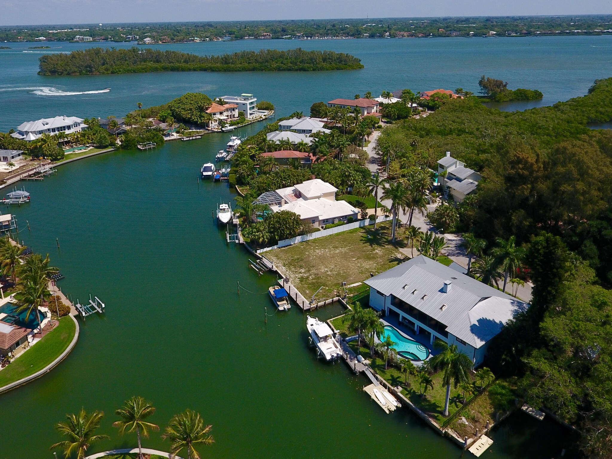 Single Family for Sale at 767 Tropical Cir Sarasota, Florida 34242 United States