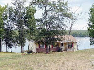 Featured Property in Inman, SC 29322