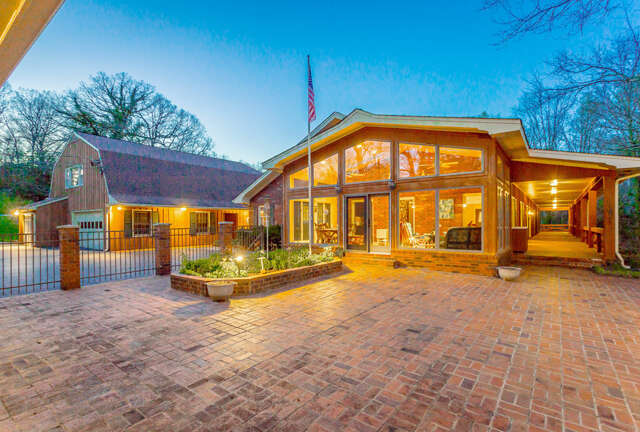 Single Family for Sale at 701 Pine St Signal Mountain, Tennessee 37377 United States
