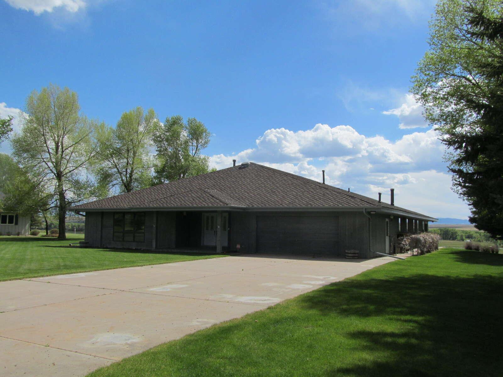 Single Family for Sale at 112 Arapahoe Drive Saratoga, Wyoming 82331 United States