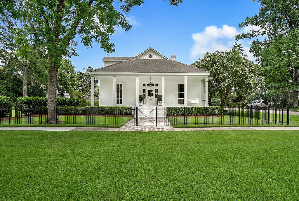 Single Family for Sale at 501 S America Street Covington, Louisiana 70433 United States