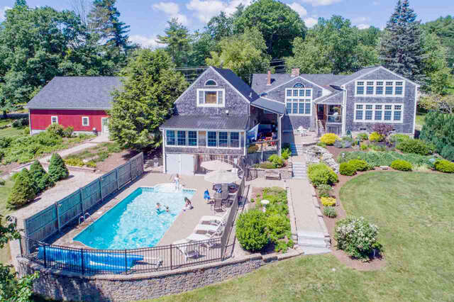 Single Family for Sale at 105 Governor Wentworth Highway Tuftonboro, New Hampshire 03816 United States