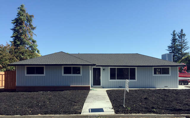 Single Family for Sale at 325 Donna Dr Windsor, California 95492 United States