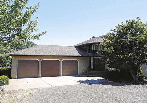 Single Family for Sale at 5562 Davis Creek Rd Silverton, Oregon 97381 United States