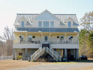 Featured Property in Georgetown, SC 29440