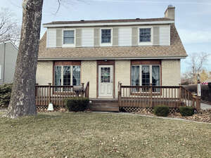 Featured Property in Des Plaines, IL 60018