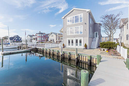 Featured Property in RUMSON, NJ, 07760