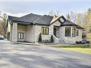 Featured Property in Cantley, QC J8V 0C1
