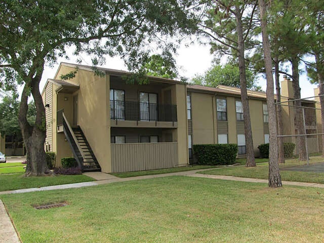 Featured Property in SEABROOK, TX, 77586