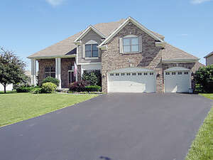 Featured Property in North Aurora, IL 60542