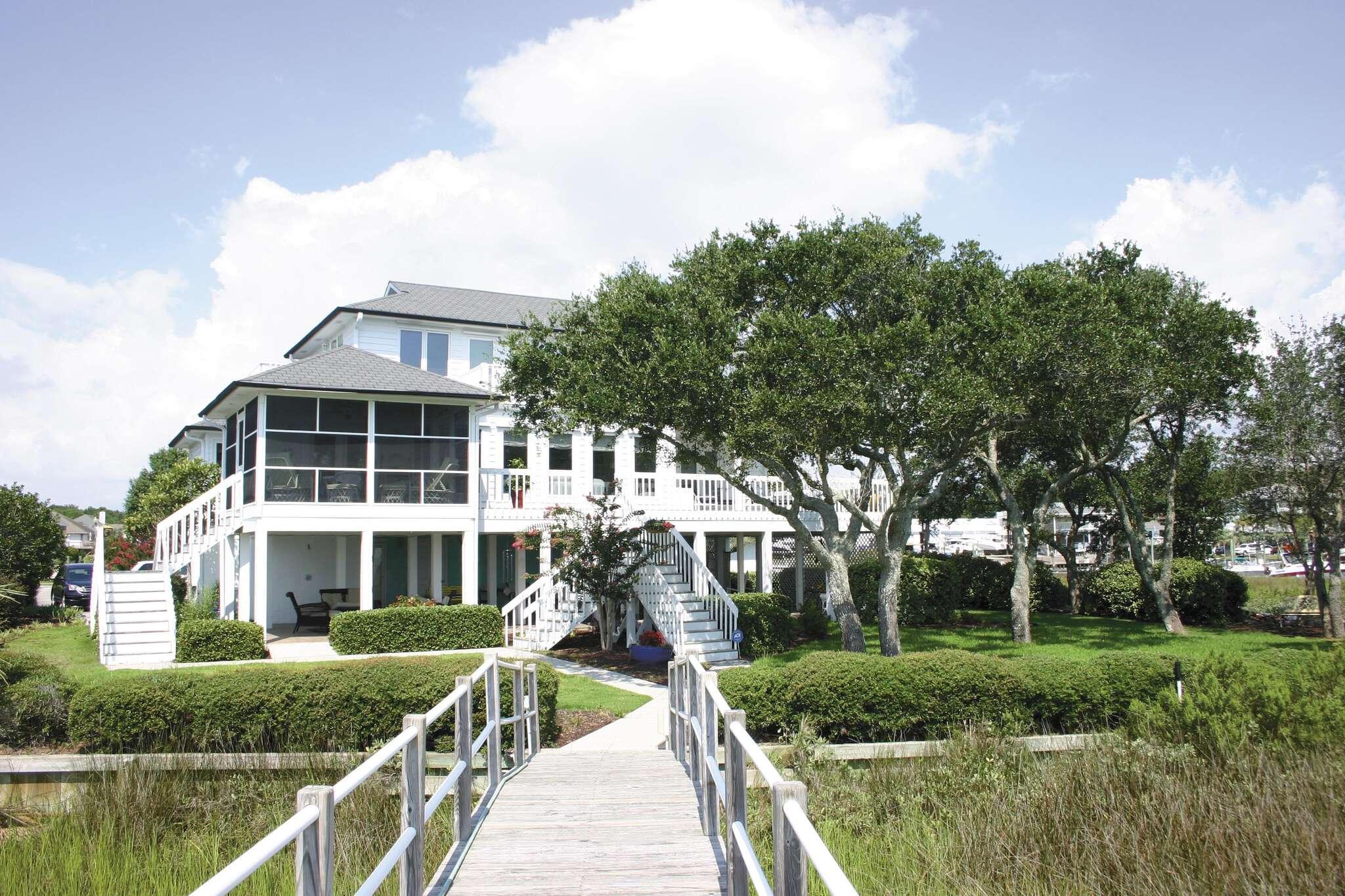 Single Family for Sale at 945 Radnor Road Wilmington, North Carolina 28409 United States