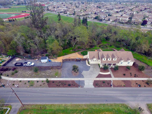 Single Family for Sale at 8770 Starr Rd Windsor, California 95492 United States