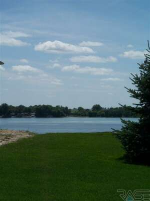 Land for Sale, ListingId:34282368, location: 26506 Lakeview Pl Hartford 57033