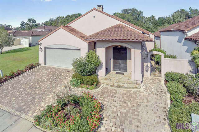 Single Family for Sale at 17722 Links Ct. Country Club Of La Baton Rouge, Louisiana 70810 United States