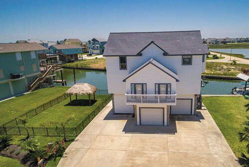 Single Family for Sale at 441 Jeanie Lynn Street Tiki Island, Texas 77554 United States