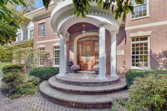 Single Family for Sale at 650 Lenox Rd. Glen Ellyn, Illinois 60137 United States
