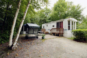 Featured Property in Val Des Monts, QC J8N 2B4