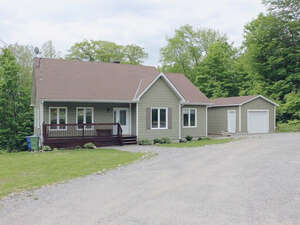 Featured Property in Val Des Monts, QC J8N 0B2