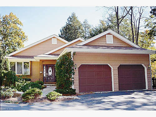 Featured Property in HENDERSONVILLE, NC, 28739
