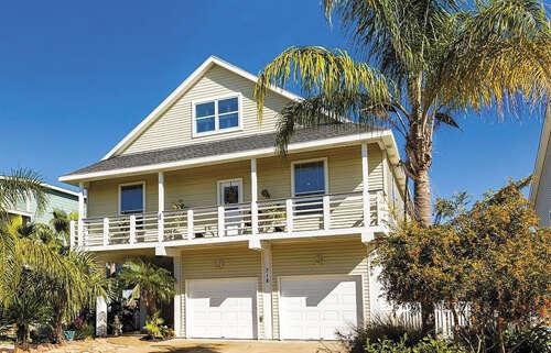 Single Family for Sale at 318 Sunset Circle Tiki Island, Texas 77554 United States