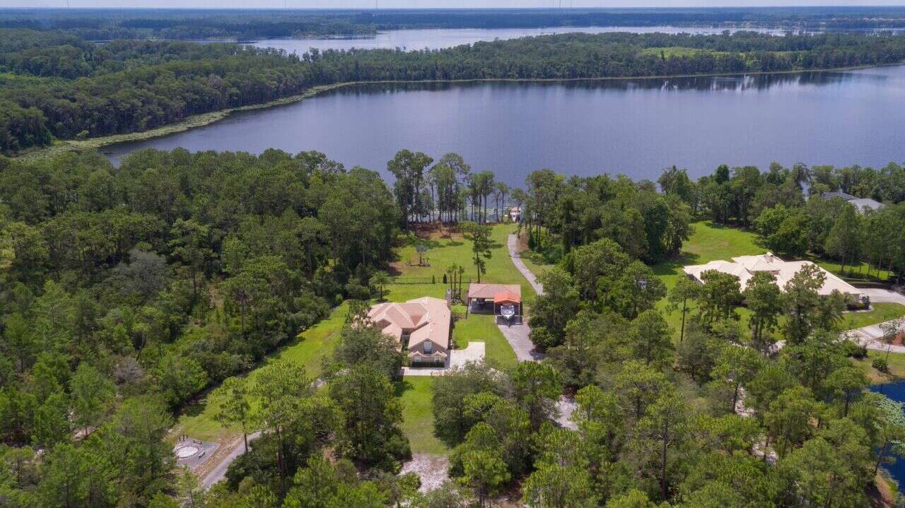 Single Family for Sale at 2751 Lake Pickett Place Chuluota, Florida 32766 United States