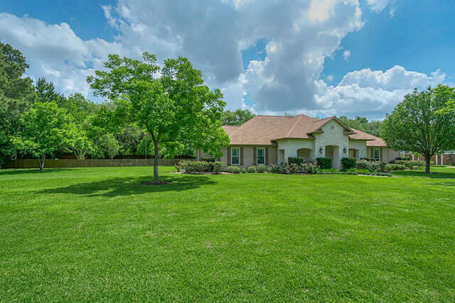 Single Family for Sale at 815 Baker Drive Tomball, Texas 77375 United States