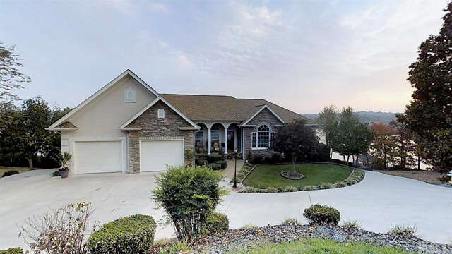 Single Family for Sale at 195 Mariners Pointe Ln Hickory, North Carolina 28601 United States