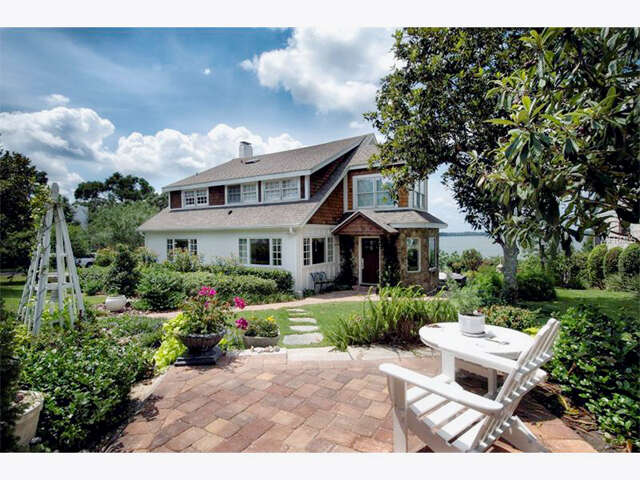 Single Family for Sale at 966 Fairview Avenue Mount Dora, Florida 32757 United States