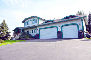 Featured Property in Cochrane, AB T4C 1A2