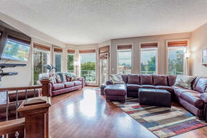 Featured Property in Calgary, AB T2E 4R7