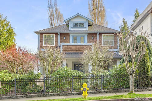 Featured Property in KIRKLAND, WA, 98033