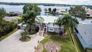 Featured Property in Crystal River, FL 34429