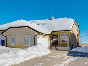 Featured Property in Calgary, AB T3L 2H5