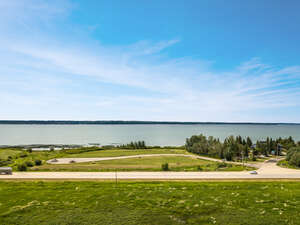 Featured Property in Sylvan Lake, AB T4S 1R9