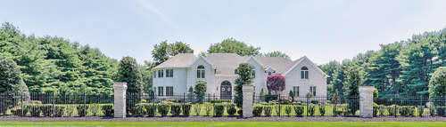 Single Family for Sale at 4 Edgewood Court Colts Neck, New Jersey 07722 United States