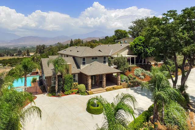 Single Family for Sale at 201 La Colina Drive Redlands, California 92374 United States