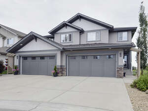 Featured Property in Edmonton, AB T5J 4W3