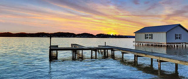 Single Family for Sale at Signal Point Road Guntersville, Alabama 35976 United States