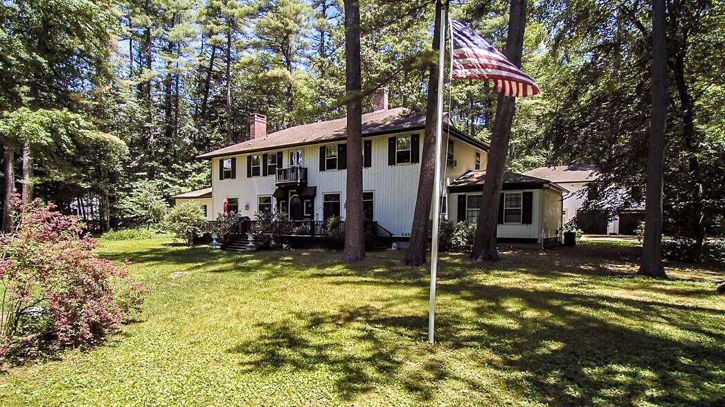 Additional photo for property listing at 765 North Main Street  Wolfeboro, New Hampshire 03894 United States