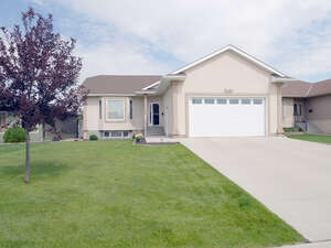 Featured Property in Moose Jaw, SK S6J 1N9