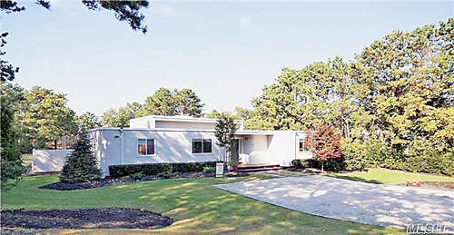 Single Family for Sale at 27 Deerfield Way Quogue, New York 11959 United States