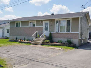 Featured Property in Gatineau, QC J8R 3E2
