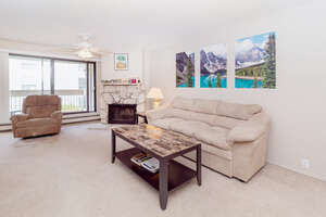 Featured Property in Calgary, AB T2W 3G3