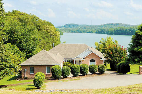 Single Family for Sale at 180 Southcove Drive Greenback, Tennessee 37742 United States