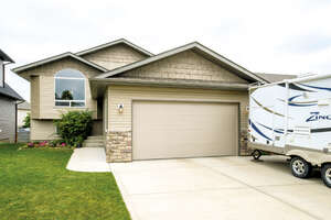 Featured Property in Lacombe, AB T4L 2N9