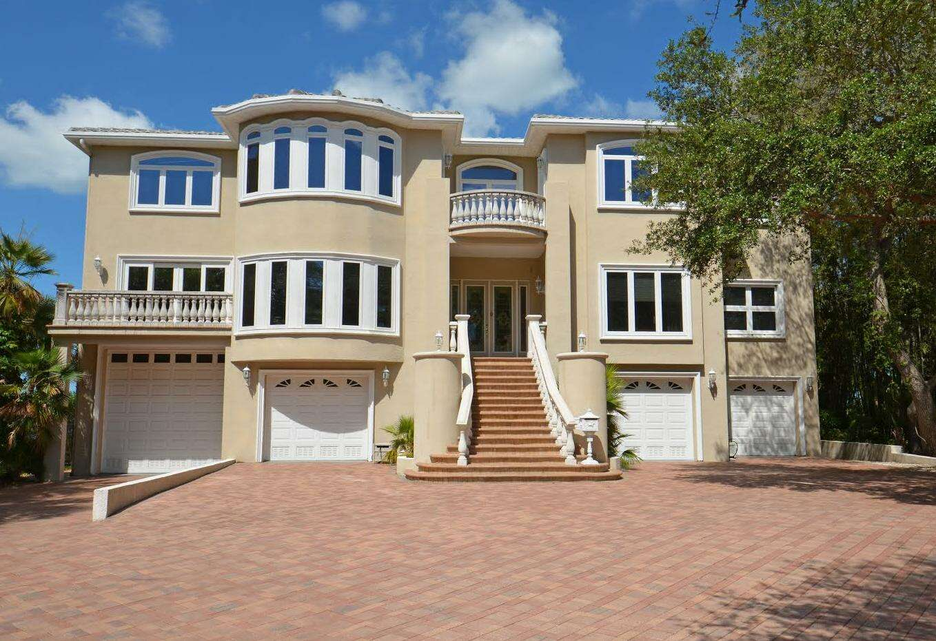 Single Family for Sale at 1800 Park St. N St. Petersburg, Florida 33710 United States