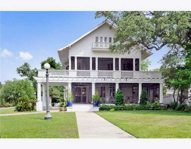 Single Family for Sale at 513 Scenic Dr. Pass Christian, Mississippi 39571 United States