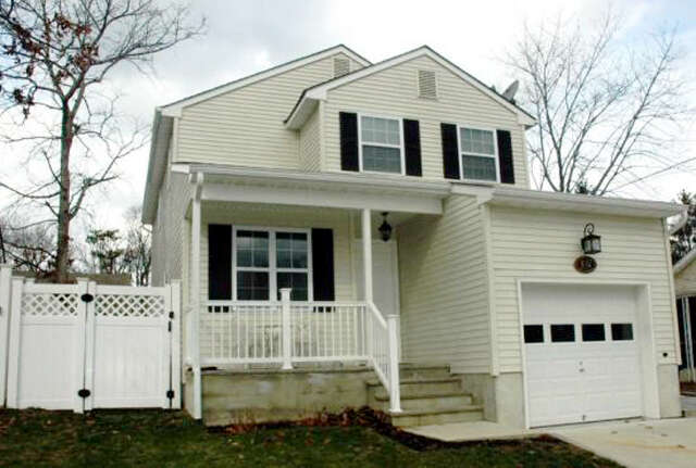 Featured Property in BEACHWOOD, NJ 08722
