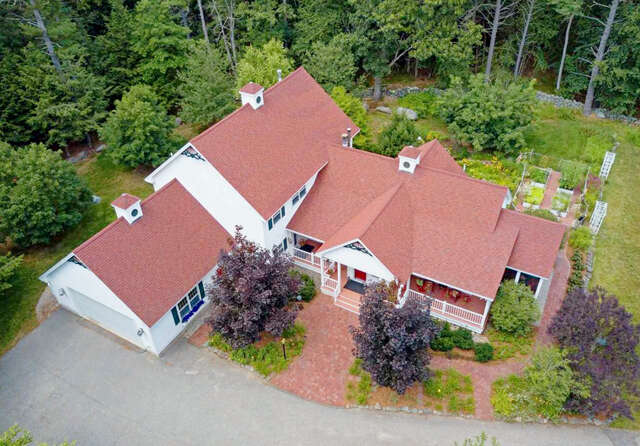 Single Family for Sale at 402 Bay Road Durham, New Hampshire 03824 United States